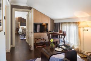 Een zitgedeelte bij Hotel Villa Honegg