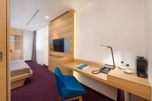 A television and/or entertainment centre at Hotel Olympia Sky