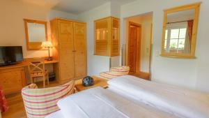 سرير أو أسرّة في غرفة في فندق كابرونرهوف