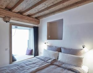 A bed or beds in a room at Faktorei