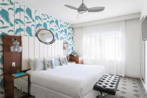 A bed or beds in a room at Winter Haven, Autograph Collection