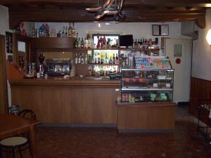 The lounge or bar area at Albergo Ristorante Gualtieri