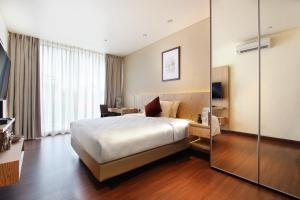 A bed or beds in a room at Dwijaya House of Pakubuwono