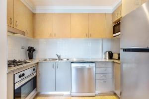 A kitchen or kitchenette at Surry Hills Fully Self Contained Modern 1 Bed Apartment (1012ELZ)