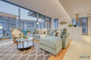 A seating area at Two Bedroom Apartment with Balcony in BlueWaters Residence 7 by Deluxe Holiday Homes