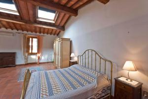 A bed or beds in a room at Appartamenti Ruggini