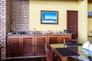 Um restaurante ou outro lugar para comer em Pousada Villa do Sol