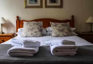 A bed or beds in a room at The Mary Arden Inn