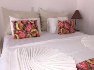 Cama ou camas em um quarto em Capitania Praia Hotel