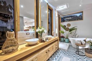 A bathroom at Umami Hotel - Adults Only
