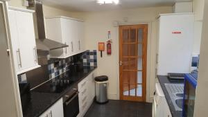 A kitchen or kitchenette at Great for a Break