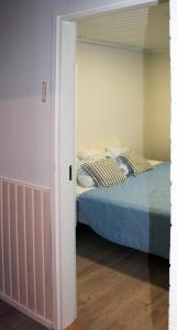 Säng eller sängar i ett rum på Tervakosken Tervaniemi