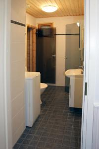 Ett badrum på Tervakosken Tervaniemi