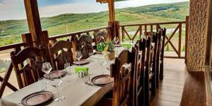 A restaurant or other place to eat at Colina Verde Resort