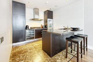 Кухня или мини-кухня в Sky Hermitage
