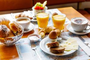 Breakfast options available to guests at Hauser Hotel St. Moritz
