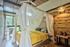 Ein Bett oder Betten in einem Zimmer der Unterkunft La Shamana Ecolodge