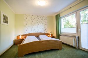Ein Bett oder Betten in einem Zimmer der Unterkunft Pension Haus am Walde