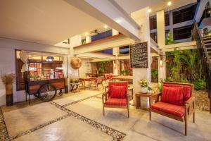 The lobby or reception area at SugarCane Chiang Mai