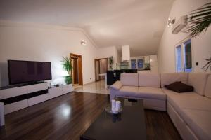 A seating area at Accommodation Triton