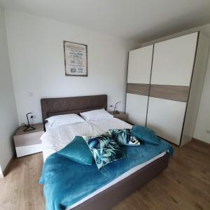 A bed or beds in a room at Blue Water Apartment