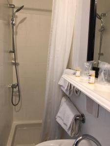 A bathroom at Hotel Du Polo