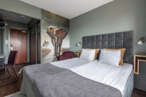 Säng eller sängar i ett rum på Quality Hotel Galaxen