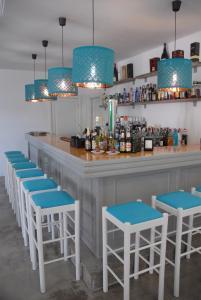 De lounge of bar bij Neptuno Suites - Adults Only