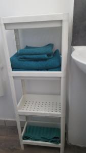 A bathroom at Duplex à 5 min aéroport Orly - 15 min Paris