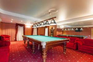 Sto za bilijar u objektu Hotel Oktyabrskaya