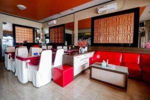 The lobby or reception area at RedDoorz Plus near DC Mall Batam