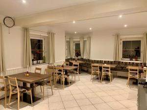 Ein Restaurant oder anderes Speiselokal in der Unterkunft WAGNERS Hotel im Fichtelgebirge