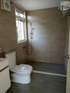 A bathroom at Shan Hu Lian Homestay