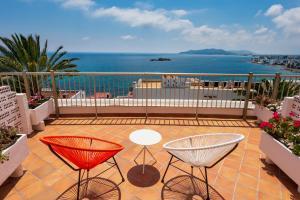 Un balcón o terraza de Hotel Cenit & Apts. Sol y Viento