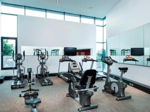 The fitness center and/or fitness facilities at Park Inn by Radisson Aberdeen