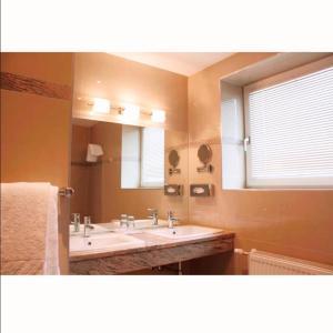 A bathroom at Hotel Aragia