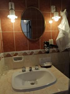 A bathroom at El Hotel de Su Merced