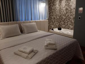 A bed or beds in a room at Pontual Hotel