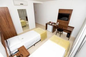 A bed or beds in a room at Hotel Jardins