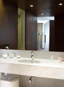 Uma casa de banho em Pousada Palacio de Estoi – Small Luxury Hotels of the World