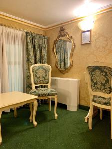 Uma área de estar em Hotel Becher