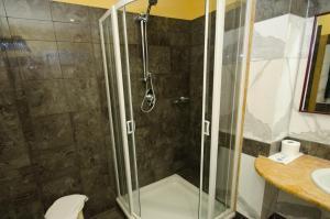 A bathroom at Grand Hotel Tamerici & Principe