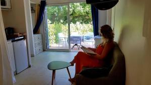 Coin salon dans l'établissement Clos des Vignes Pampelonne Vineyard