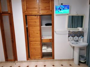 A bathroom at Casa Angela Hostel