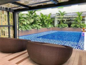 The swimming pool at or close to Holiday Republic Saigon Airport