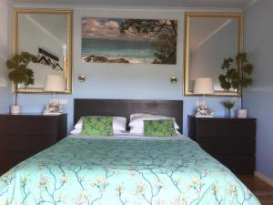 A bed or beds in a room at Black Cockatoo Cottages
