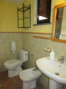 A bathroom at Il Borgo Di Campi
