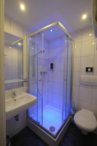 A bathroom at Hotel Hohenstaufen