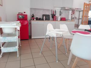 A kitchen or kitchenette at Borálom Apartman Tokaj