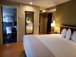 A bed or beds in a room at Best Western Bowery Hanbee Hotel